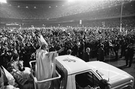 Juan-Pablo-II-Yankee-Stadium