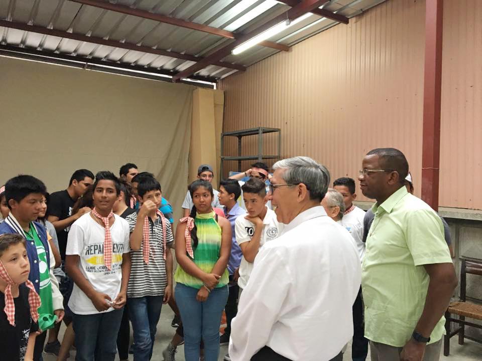 Monseñor Octavio Cisneros visita Ecuador