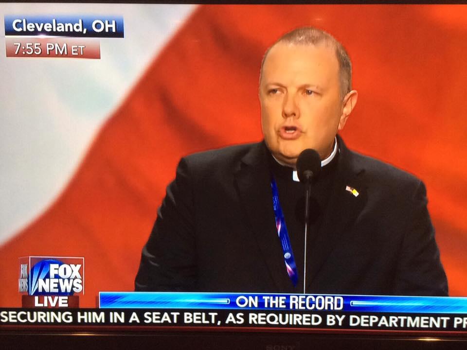 Sacerdote de Brooklyn hace la oración inicial en la Convención Republicana