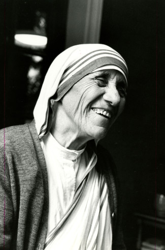 Blessed Teresa of Kolkata smiles during the opening of a Missionaries of Charity convent in Detroit in 1979. (CNS photo/Dwight Cendrowski) See MOTHER-TERESA-EVENTS Aug. 5, 2016.