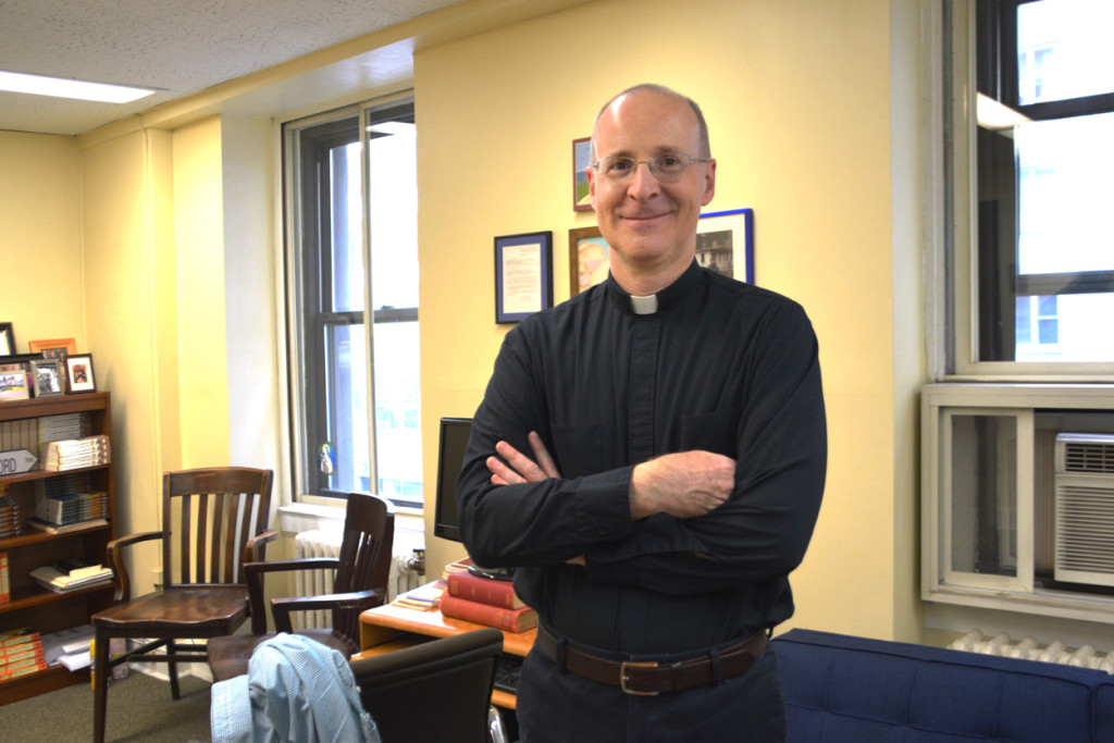 El padre James Martin: un novelista jesuita
