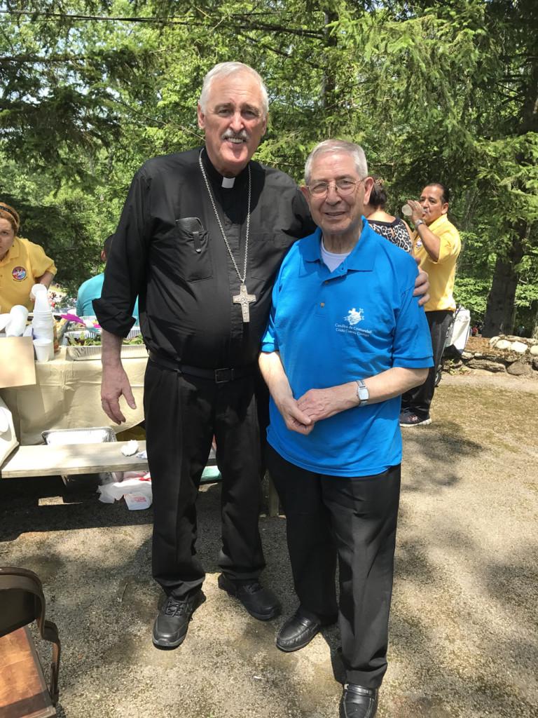 Foto: Alexander González. Monseñor Neil Tiedemann, obispo auxiliar de Brooklyn, y monseñor Perfecto Vázquez, director espiritual del Movimiento de Cursillos de Cristiandad de la Diócesis de Brooklyn.