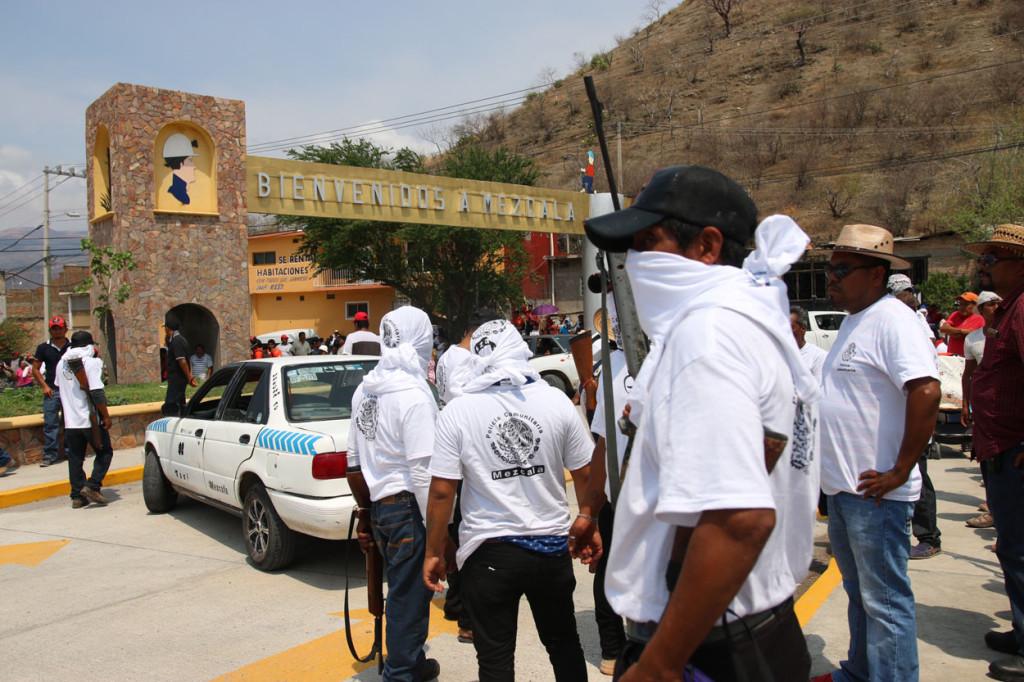 Fotos: Catholic News Service . Un grupo de civiles armados en el sureño estado mexicano de Guerrero el 28 de mayo pasado.