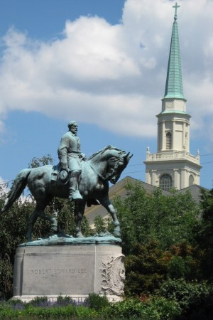 Robert_Edward_Lee_Statue_Lee_Park_Charlottesville (1)
