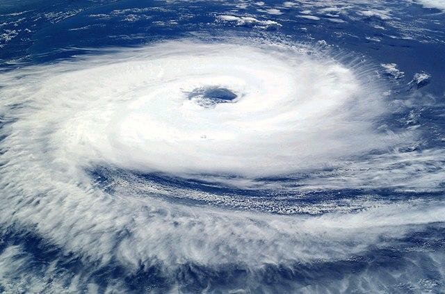 Entre ciclones y terremotos