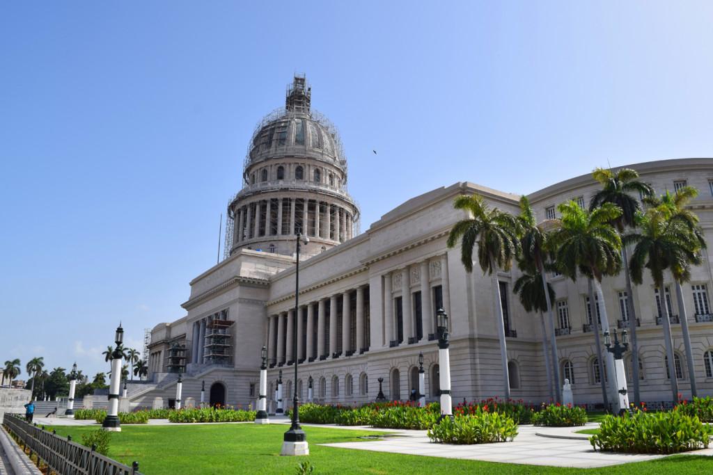 Situado en el centro de la capital del país, El Capitolio Nacional de La Habana es un edificio construido en 1929 por encargo del entonces presidente Gerardo Machado.