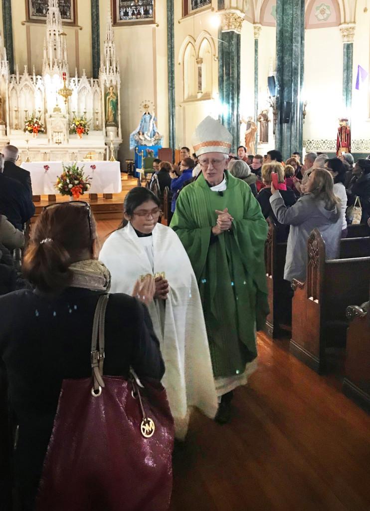 Mons. Alfonso Cabezas, obispo emérito de Villavicencio, Colombia, fue el celebrante principal de la Eucaristía.