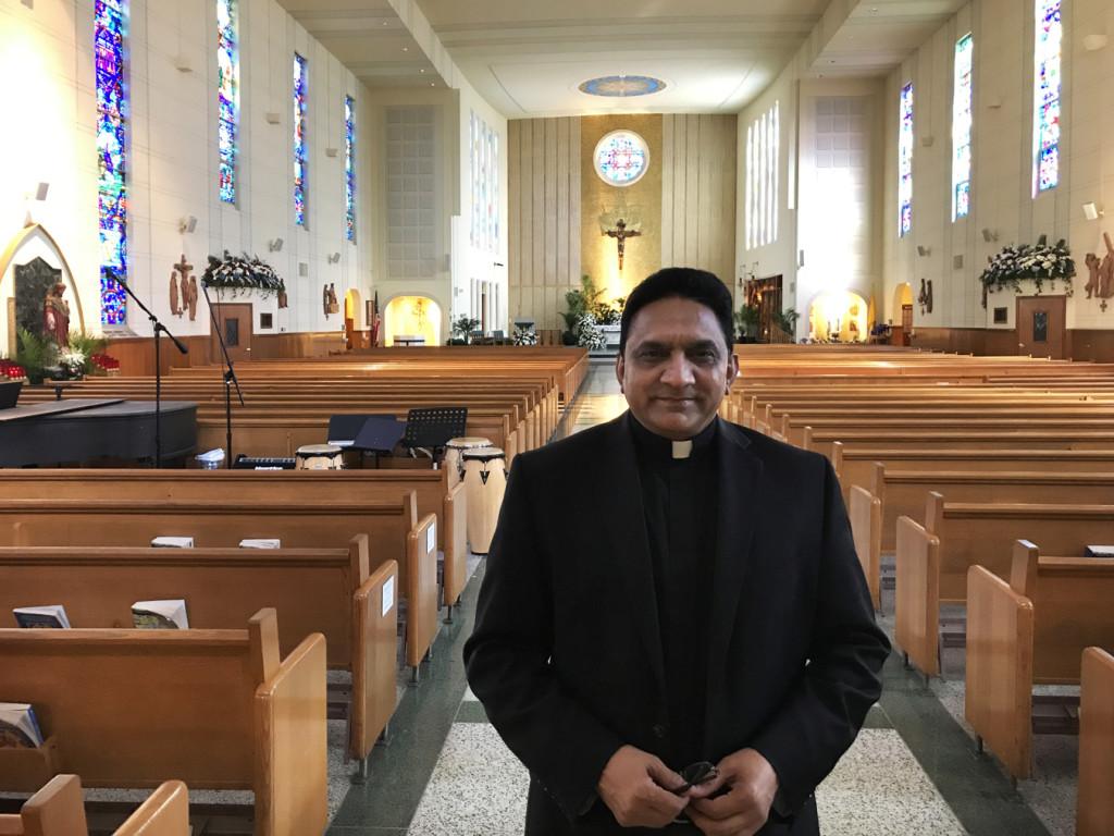 El padre Francis fue ordenado sacerdote en la Diócesis de Faisalabad, en Pakistán, el 5 de octubre de 1990. Desde 1999 sirve en la Diócesis de Brooklyn.