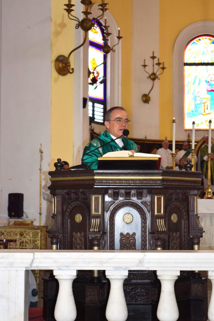 Monseñor González Nieves en la Catedral de San Juan de Puerto Rico, su arquidiócesis.
