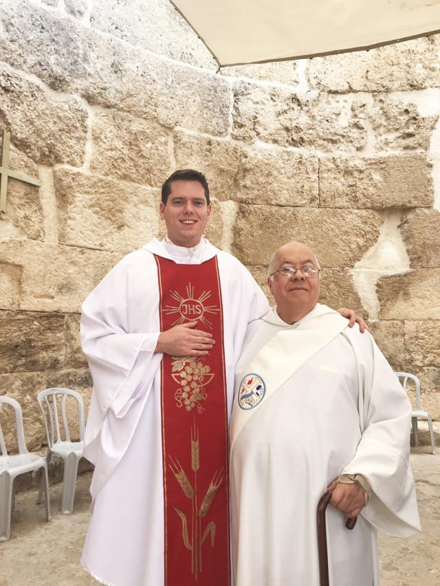 El autor (a la izquierda) con el diácono Ramón Lima en Tierra Santa.