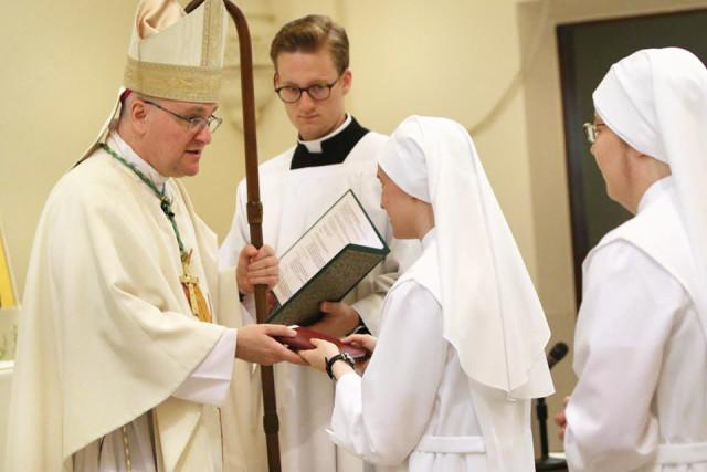 Los cristianos deben plantearse si están llamados a la vida sacerdotal o consagrada, al diaconado o al matrimonio: son todas vocaciones.