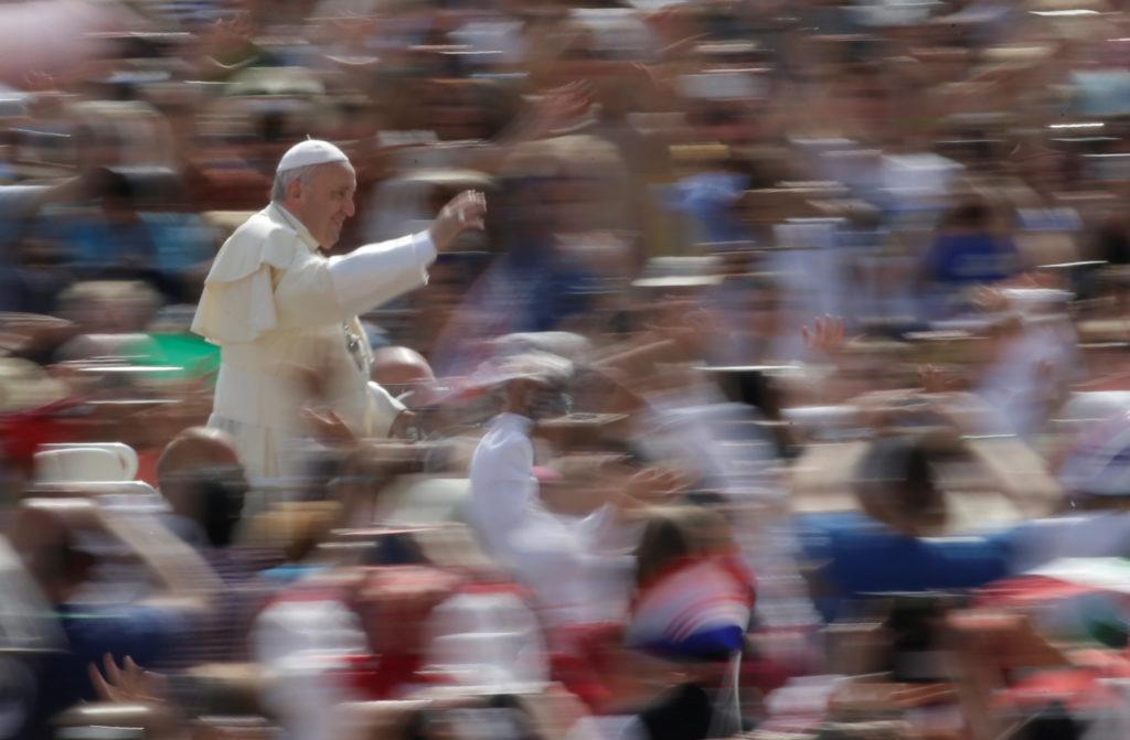 El papa 'avergonzado' por la iglesia no haber escuchado a abusados