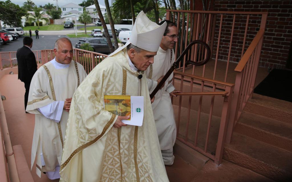 Obispos condenan decisión de Sessions sobre asilo a víctimas