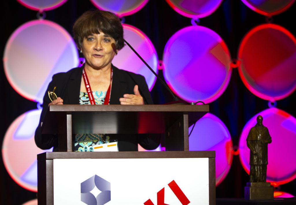 Julie Asher, editora de CNS, gana premio San Francisco de Sales