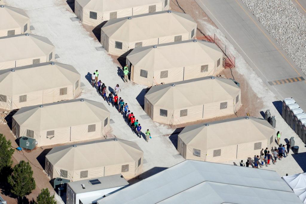 Obispos de EE.UU. condenan separación y detención de niños migrantes