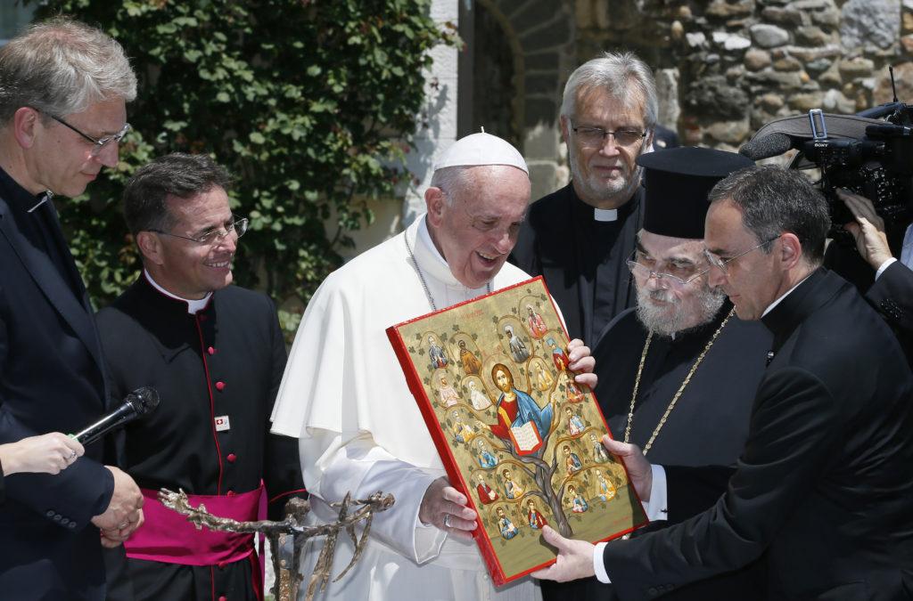 No hay espacio para preferencias políticas en la fe cristiana, dice el Papa en Ginebra