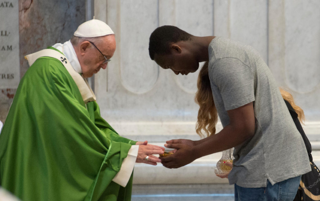 Hay 'hipocresía estéril' detrás de maltrato de emigrantes, dice el papa