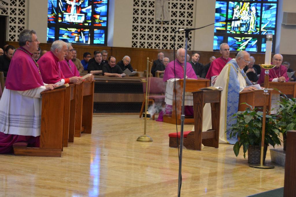 Mons. DiMarzio lidera acto penitencial y oración por la santificación del clero