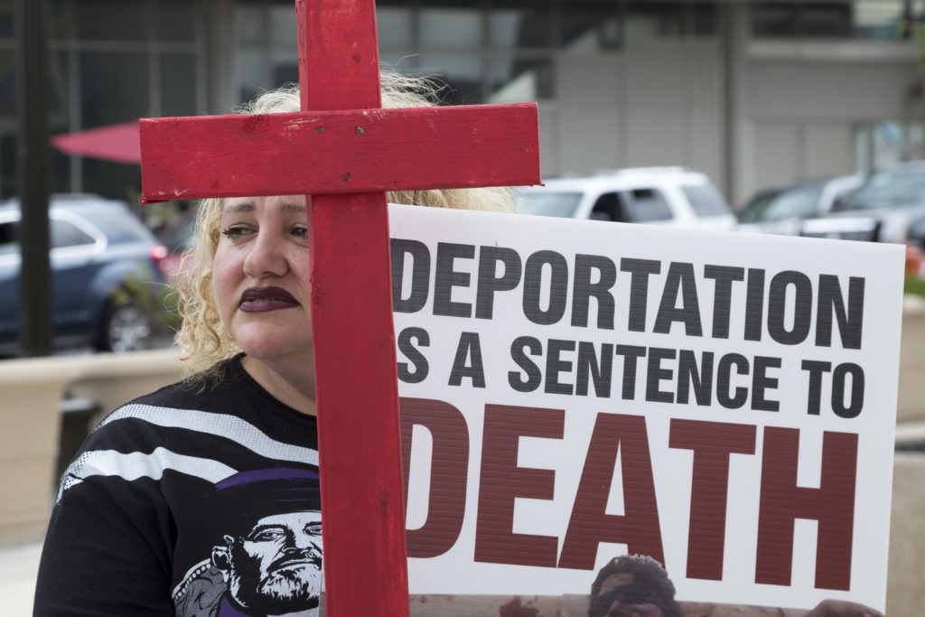 Juez bloquea deportación activa para solicitantes de asilo