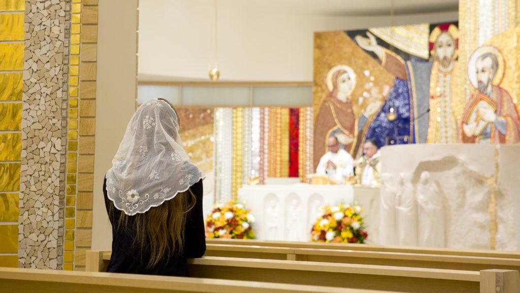 Razones prácticas, y no falta de fe, mantienen a creyentes alejados de la Iglesia