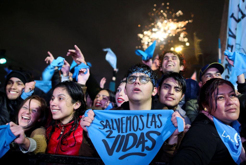 Senadores argentinos rechazan legalización del aborto