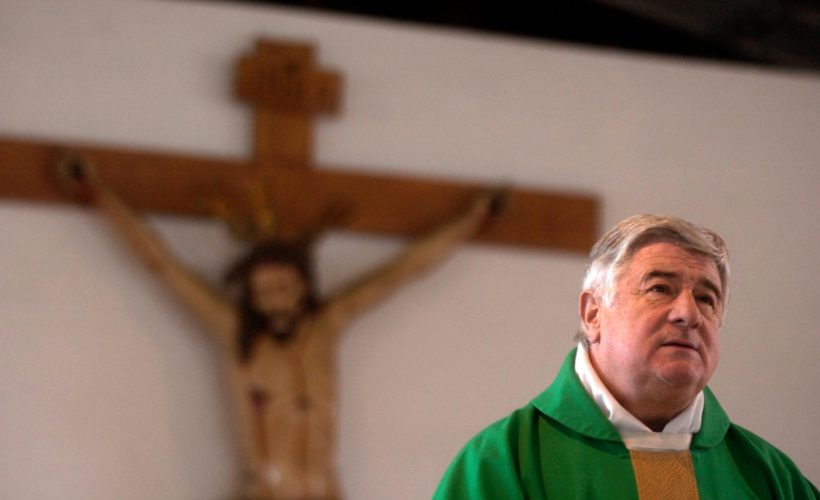 Héroe chileno expulsado del sacerdocio por cargos de abuso sexual