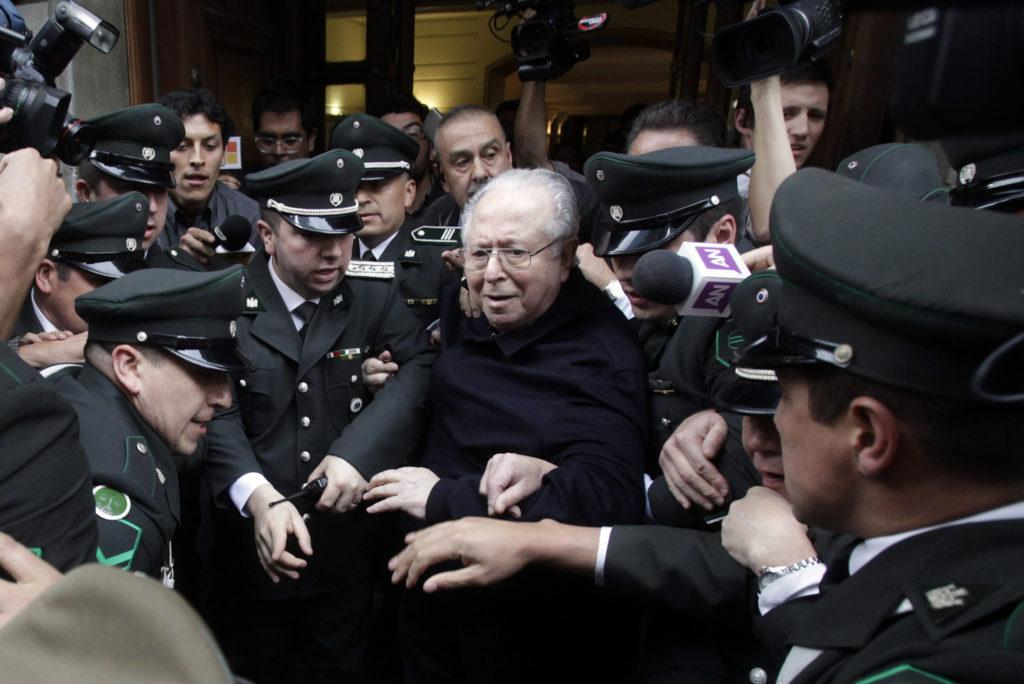 El papa expulsa del sacerdocio a Karadima, notorio abusador chileno