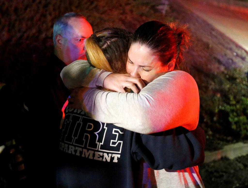 """Arzobispo de Los Ángeles lamenta """"horrible violencia"""" en matanza de Thousand Oaks"""