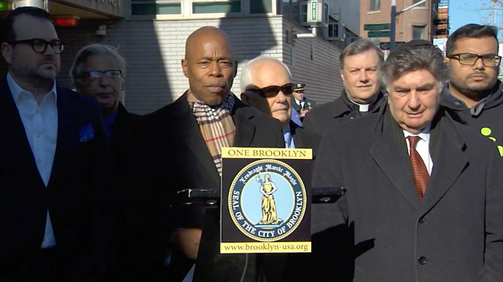 Líderes locales unen fuerzas tras vandalización de iglesia en Brooklyn