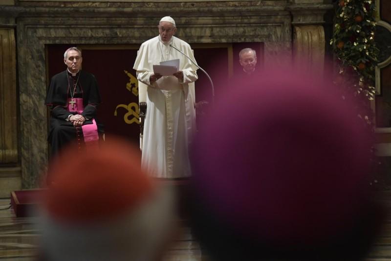 El Papa Francisco emplazó a perpetradores de abuso sexual clerical: