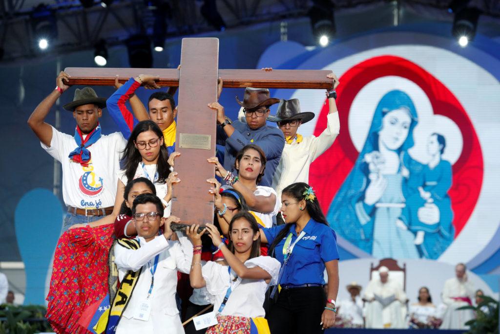 """El Papa dice que María es el antídoto contra la """"cultura de maltrato y abuso"""""""