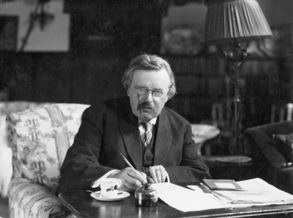 ¿Alcohol, tabaco y halo? Canonización de Chesterton espera luz verde
