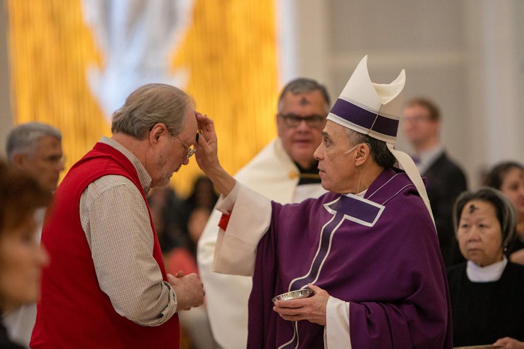 Cardenal DiNardo recuperándose tras derrame cerebral