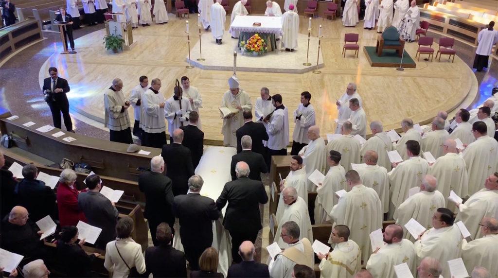 VIDEO: Dan último adiós a Mons. Valero
