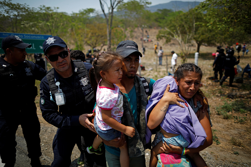 Papa dona $500,000 dólares para ayudar a migrantes que viajan por México