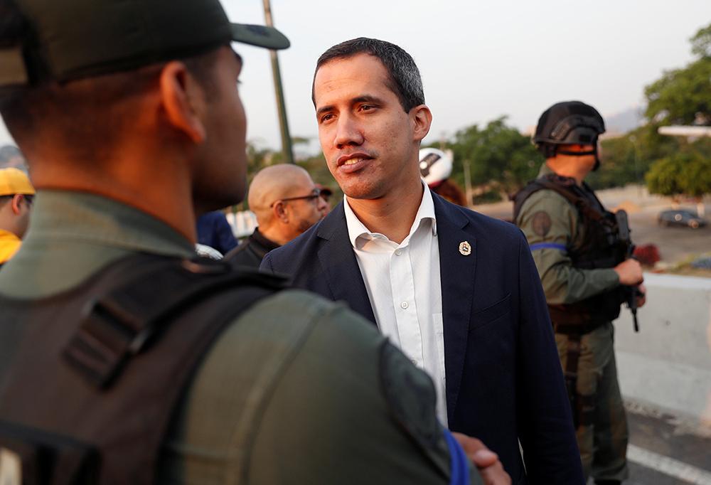 Guaidó llama a levantamiento contra gobierno de Maduro