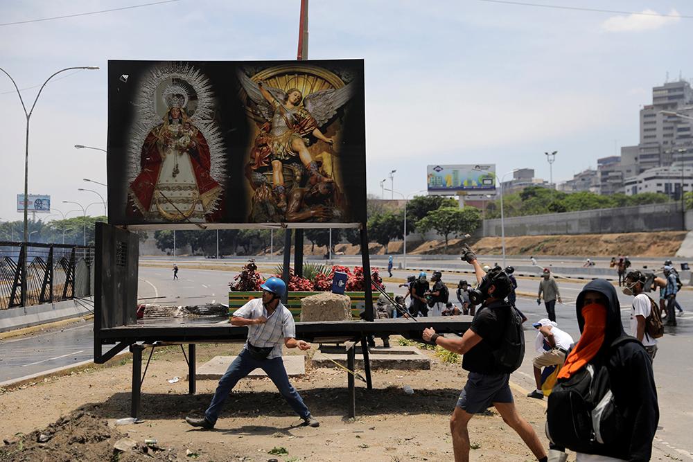 Obispos de Venezuela denuncian asalto a iglesia
