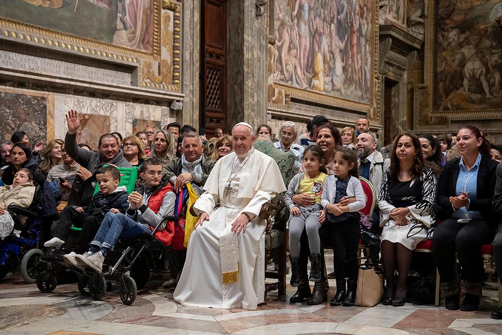 El Papa emite ley para denunciar e investigar el abuso sexual clerical