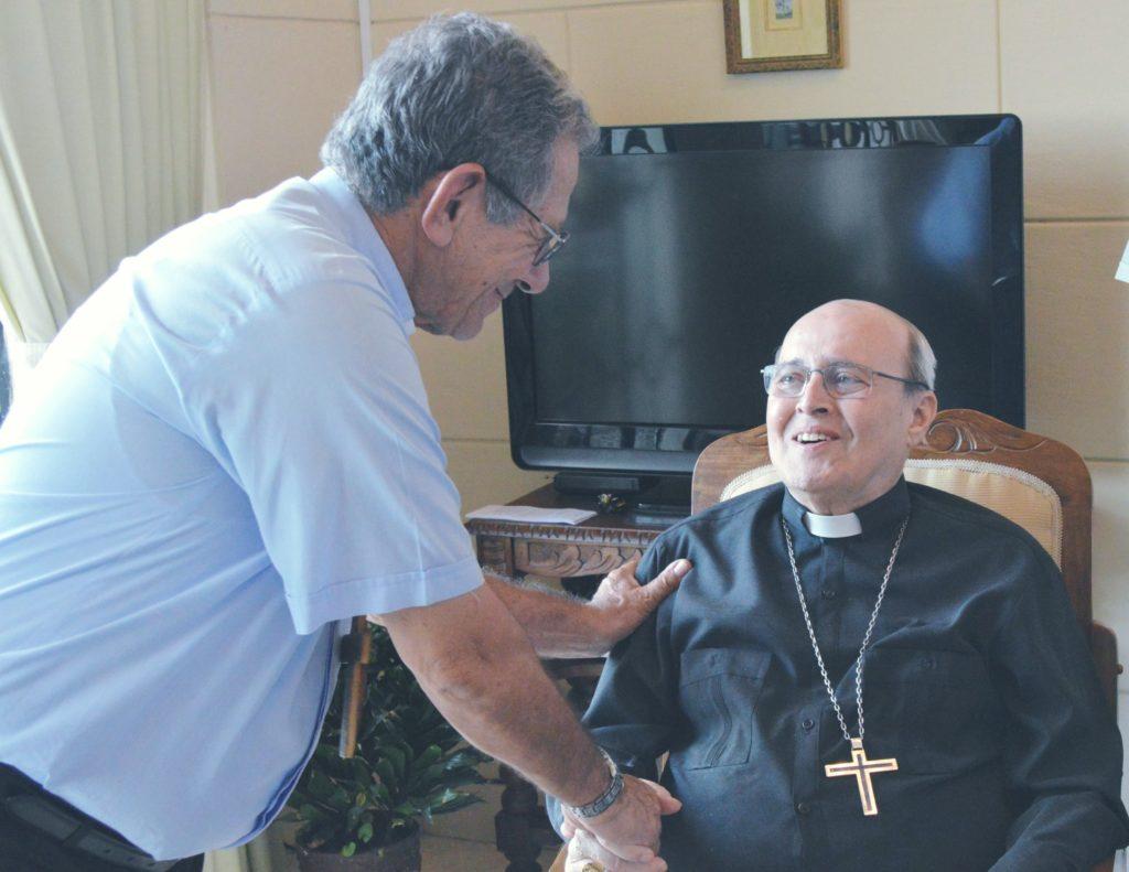 Católicos cubanos rezan por cardenal Jaime Ortega