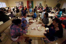 Gobierno planea negar inmigración legal a quien use fondos públicos
