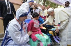 Papa Francisco con religiosas de la Caridad en la Casa Madre Teresa De Tejgaon © L'Osservatore Romano