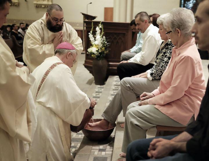 El Vaticano decreta Semana Santa con restricciones