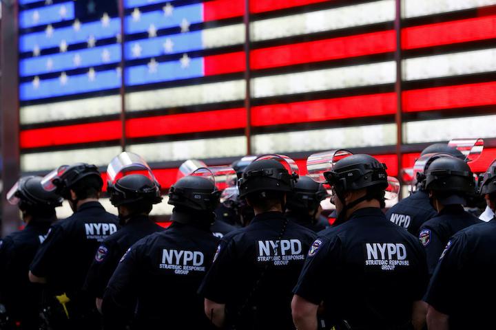 Se debate la idea de desfinanciar a la policía
