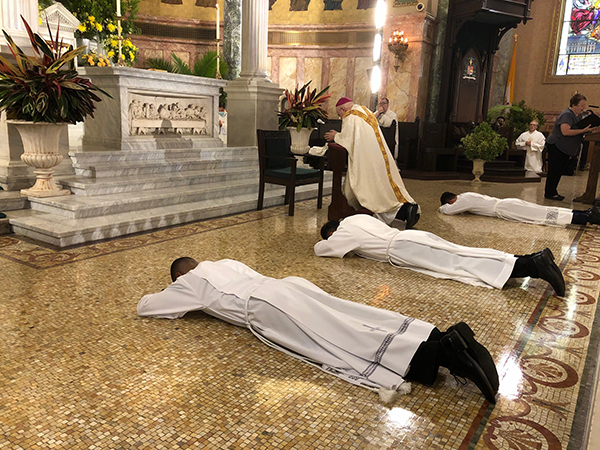 Tres inmigrantes dan un importante paso en su peregrinar al sacerdocio