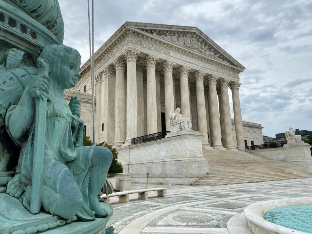 La Corte Suprema falla a favor de la Diócesis de Brooklyn, indicando que una orden ejecutiva del gobernador Cuomo violó derechos garantizados por la Primera Enmienda