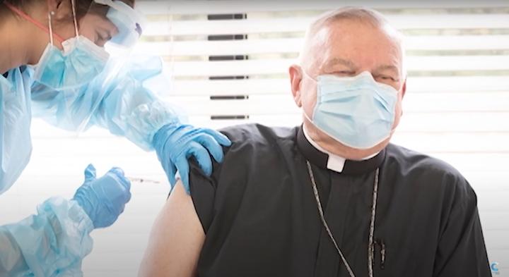 Primer obispo vacunado contra el COVID-19