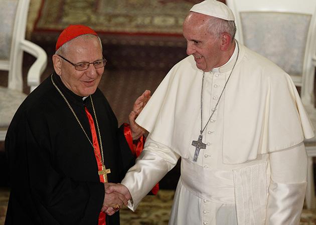 Dios está vivo y trabajando en Irak, dice el Papa a patriarca iraquí