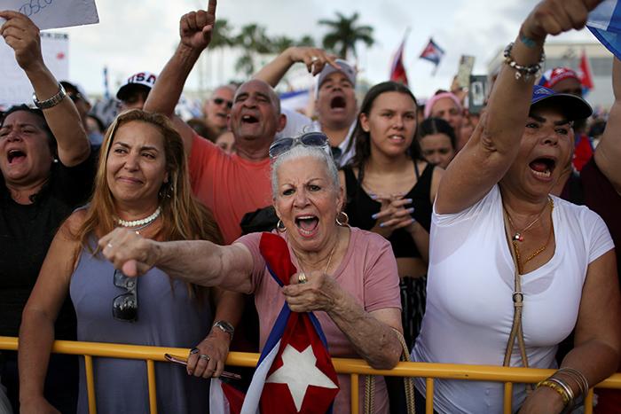Exiliados cubanos en Miami se reúnen en su santuario para rezar por la patria