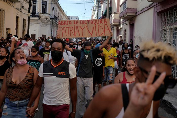 Cientos de jóvenes arrestados y desaparecidos tras masivas protestas en Cuba